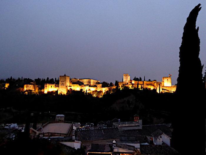 Foto van Alhambra in de schijnwerpers