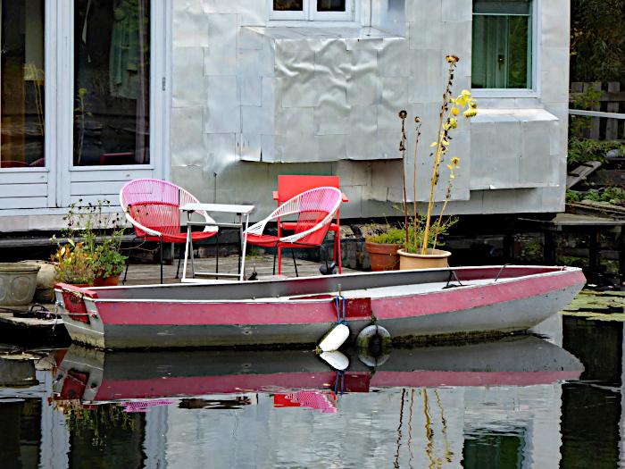 Foto van roeiboot en stoeltjes