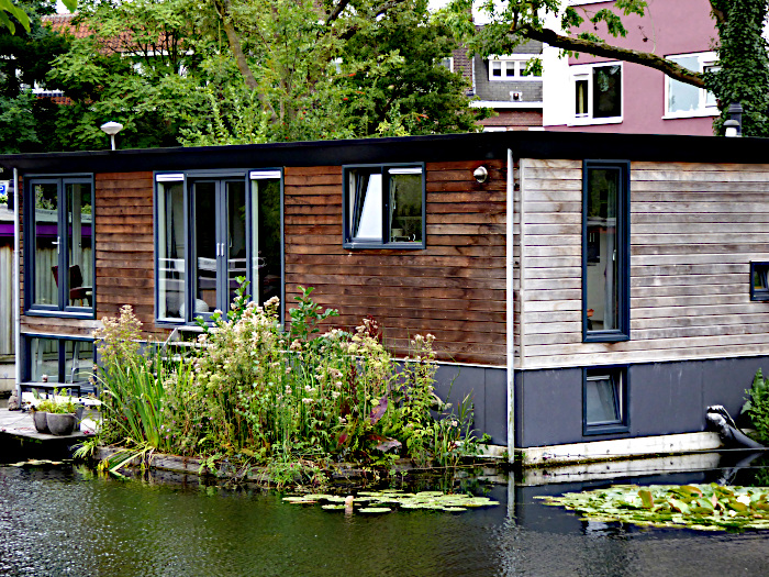 Foto van woonboor met drijvende tuin