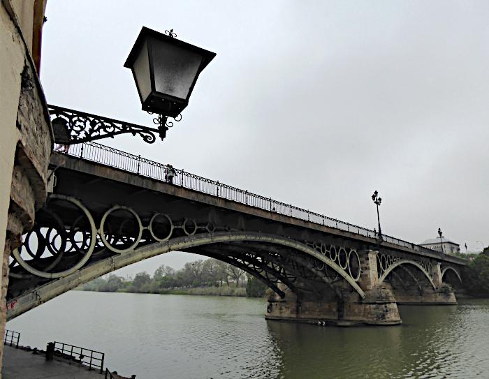 Foto van lantaarn en brug