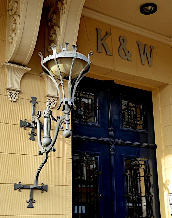 Detal van gevel gebouw K & W