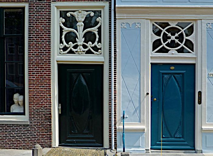 Foto van deuren van monumentale panden