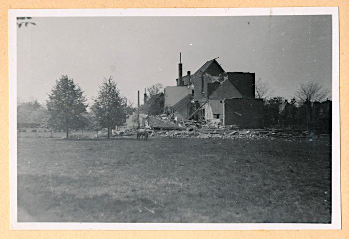 Foto van verwoeste fabriek