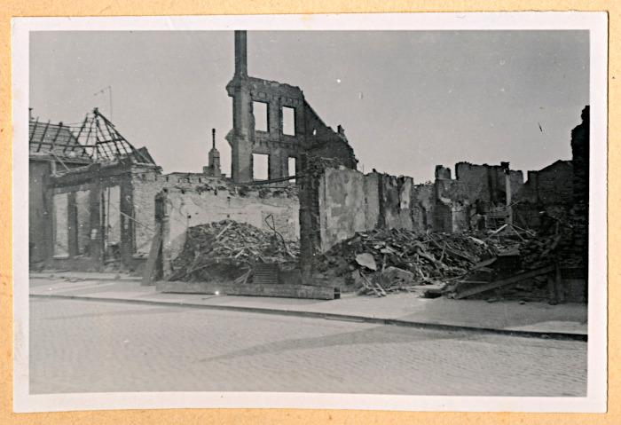Foto van overeindstaande gebouwresten