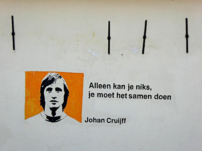 Foto van spreuk met portret van Cruijff