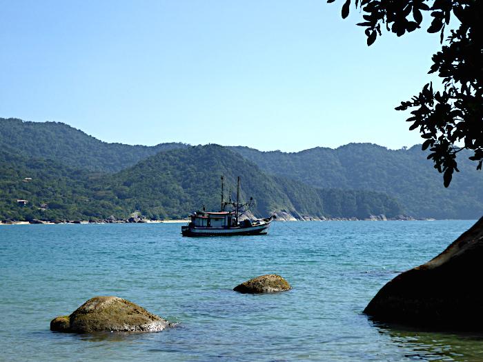 Foto van baai met bootje