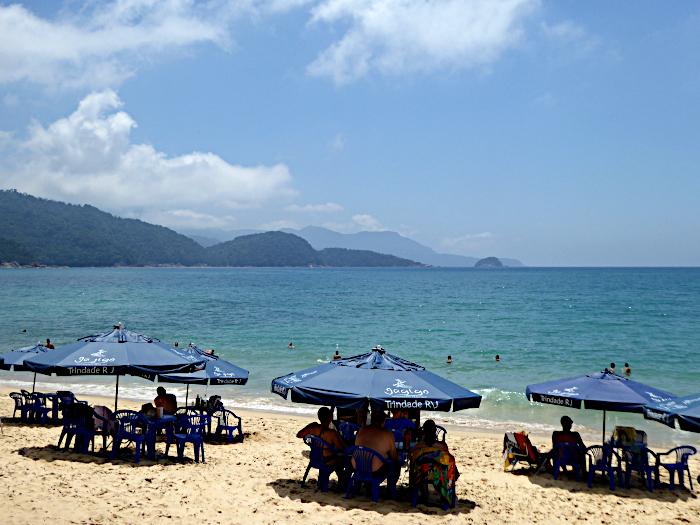 Foto van parasols op strand