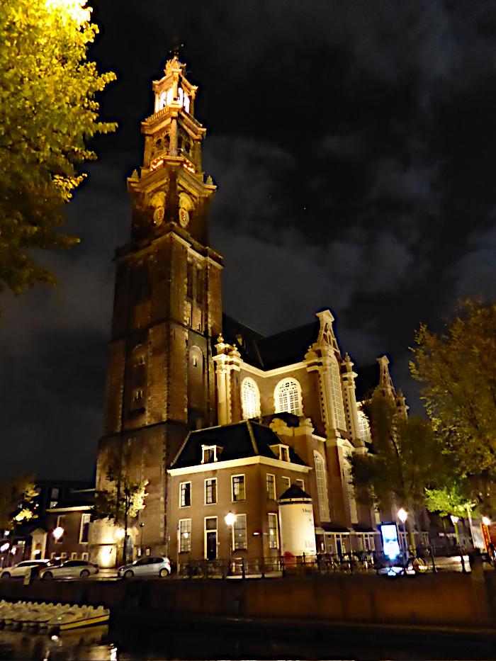 Nachtfoto van kerk