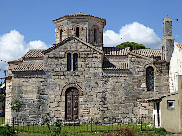 Foto van natuurstenen kerk