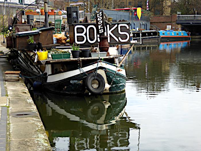 Foto van boekwinkel op boot
