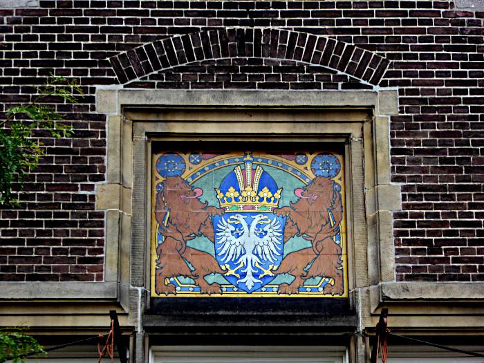 Foto van heraldisch wapen in gevel