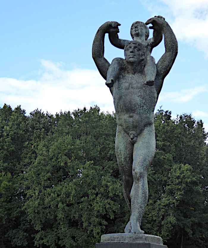 Foto van standbeeld van man met kind op de schouders