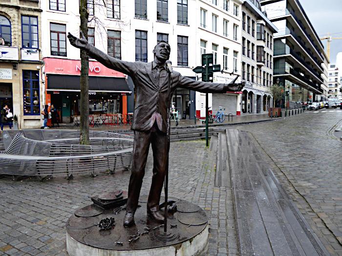Foto van standbeeld van Jacques Brel