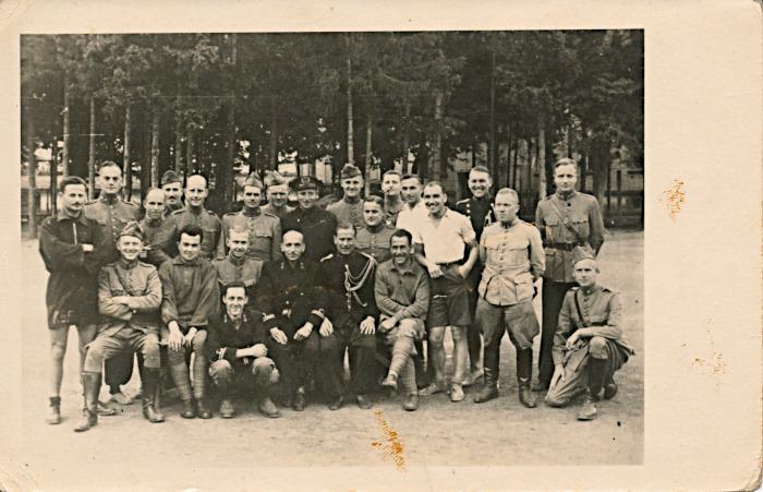 Groepsfoto van krijgsgevangen officieren