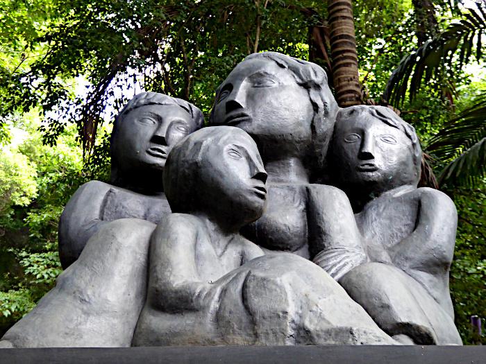 Foto van standbeeld van emigrantenfamilie