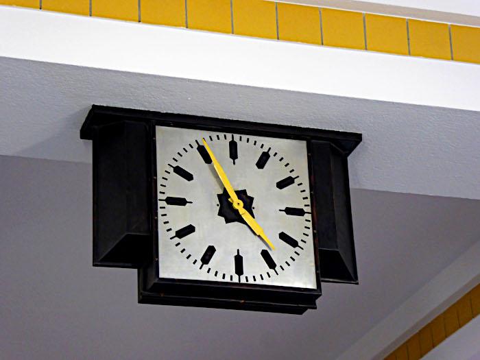 Foto van klok aan plafond