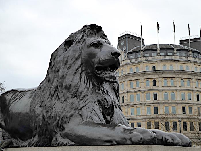 Foto van beeld van leeuw