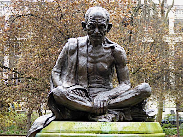 Foto van standbeeld van Gandhi