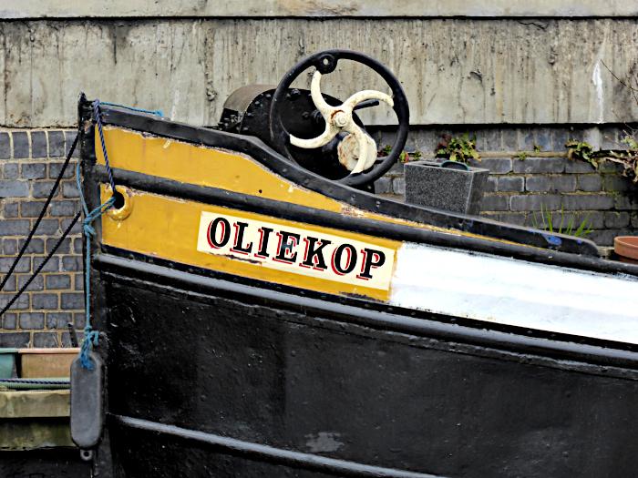 Foto van boeg van schip met naam Oliekop