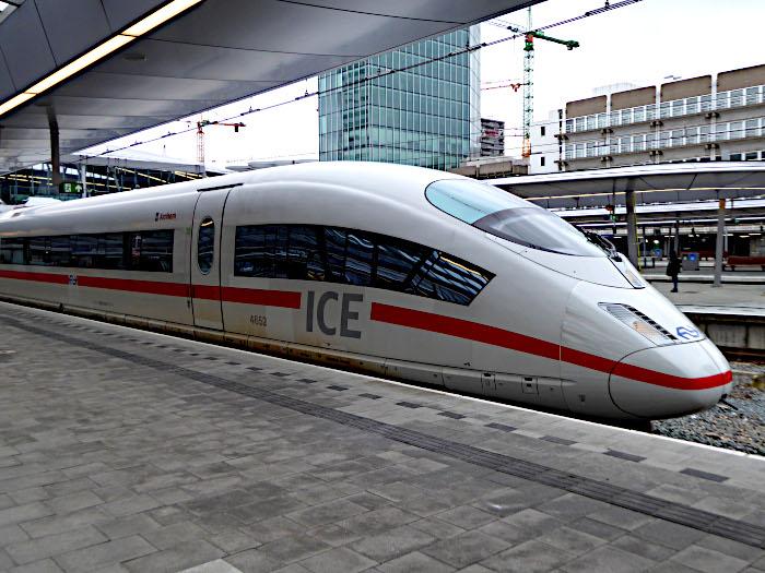 Foto van ICE-trein aan perron