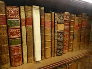 Foto van plank met oude boeken