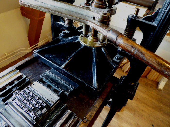 Foto van deel van oude drukpers