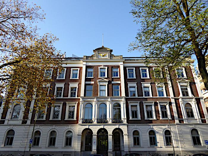 Foto van groot gebouw