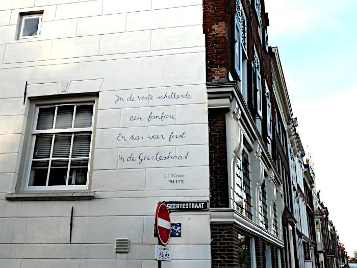 Foto van gedicht op muur
