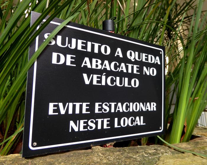 Foto van bord met waarschuwing