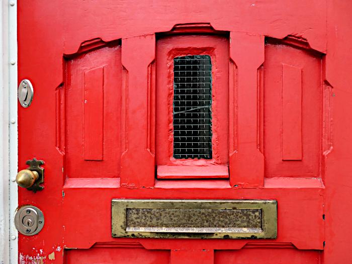 Foto van brievenbus in deur
