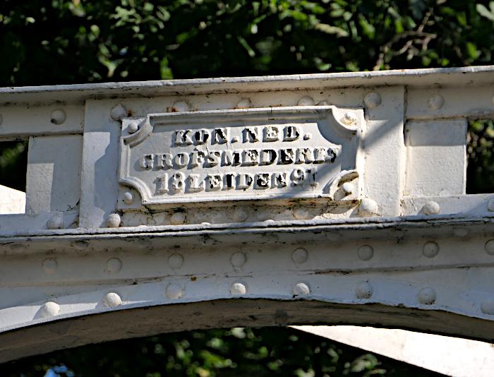 Foto van merkteken op ophaalbrug