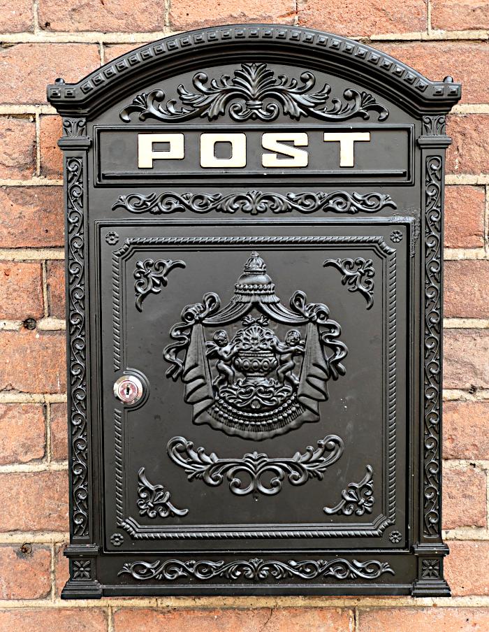 Foto van brievenbus met wapen