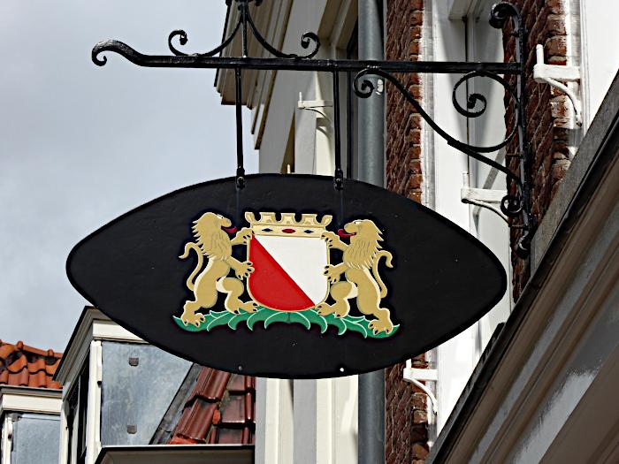Foto van bordje met wapenschild van Utrecht