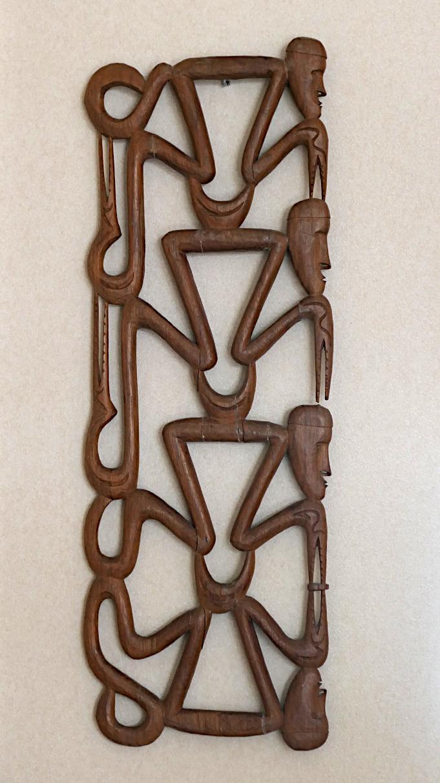 Foto van houtsnijwerk uit Nieuw-Guinea