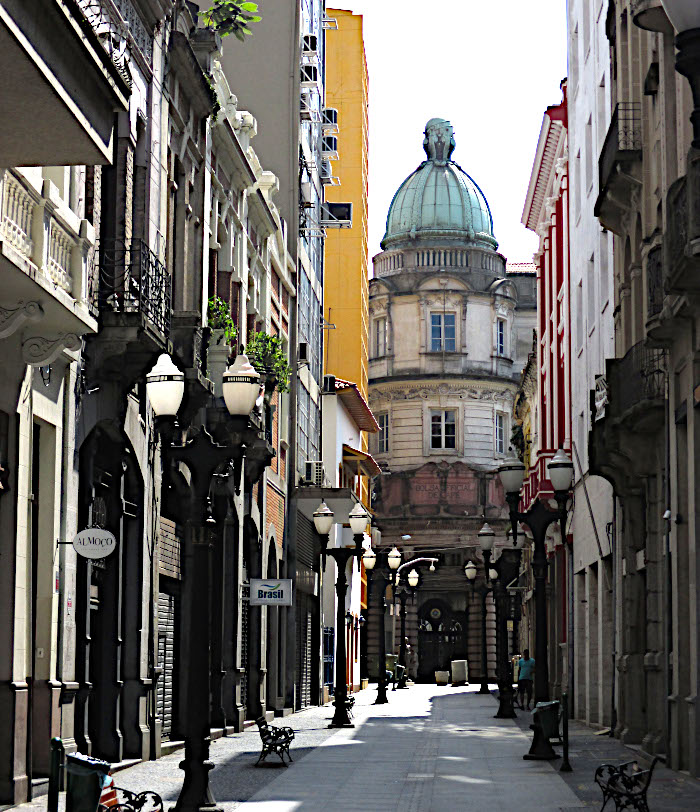 Foto van smalle straat