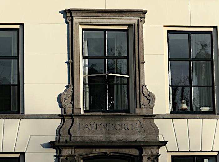 Foto van naam pand en raam