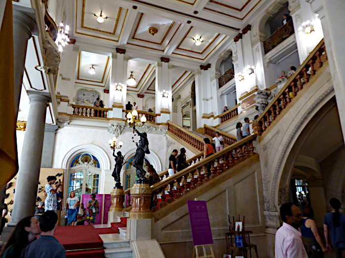 Foto van monumentaal trappenhuis
